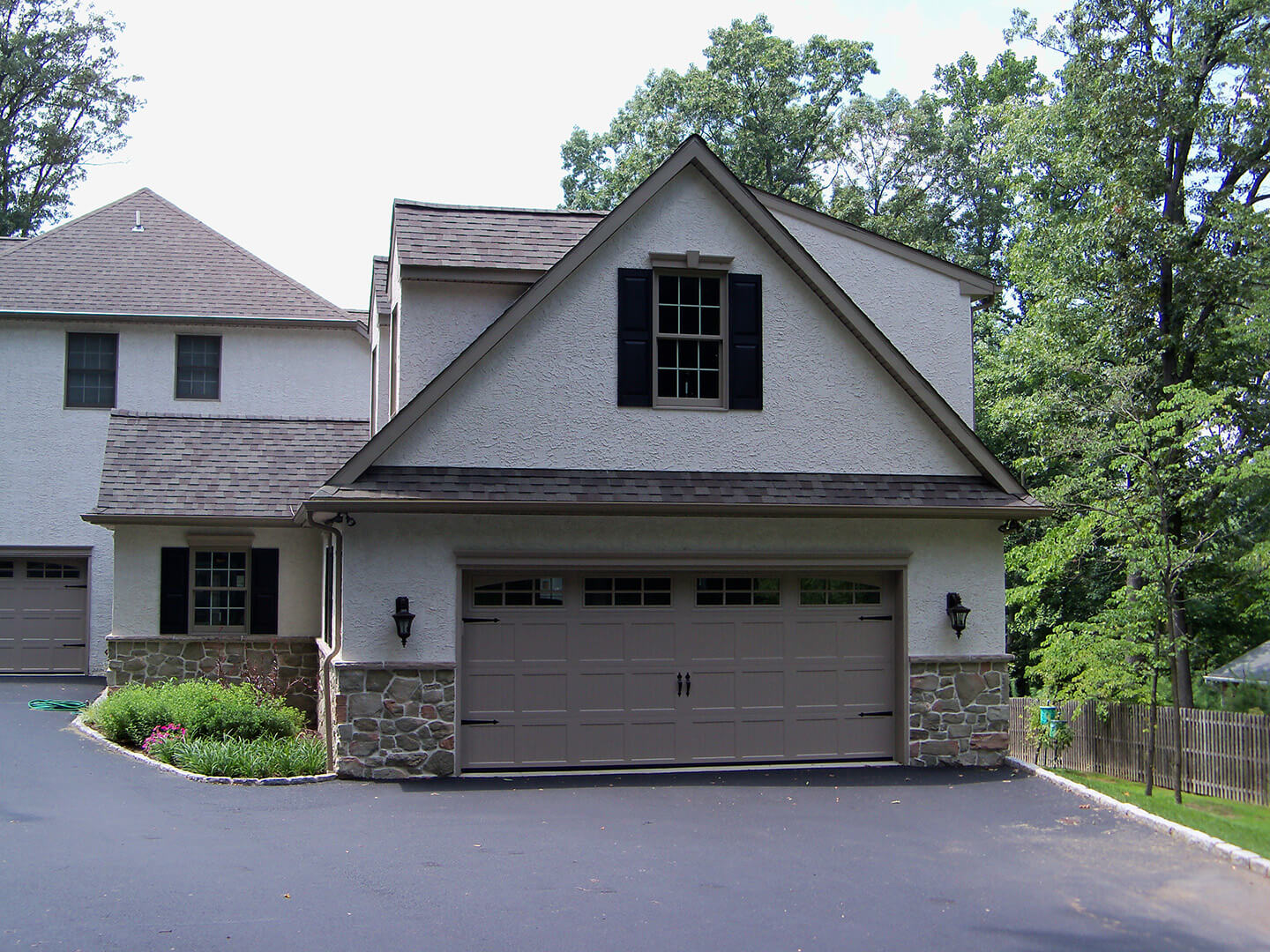 Cape Cod Style Garage with Rec Room